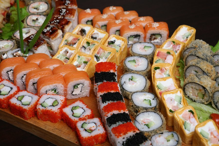 Где заказывать вкусные суши и роллы. Автозаводский район