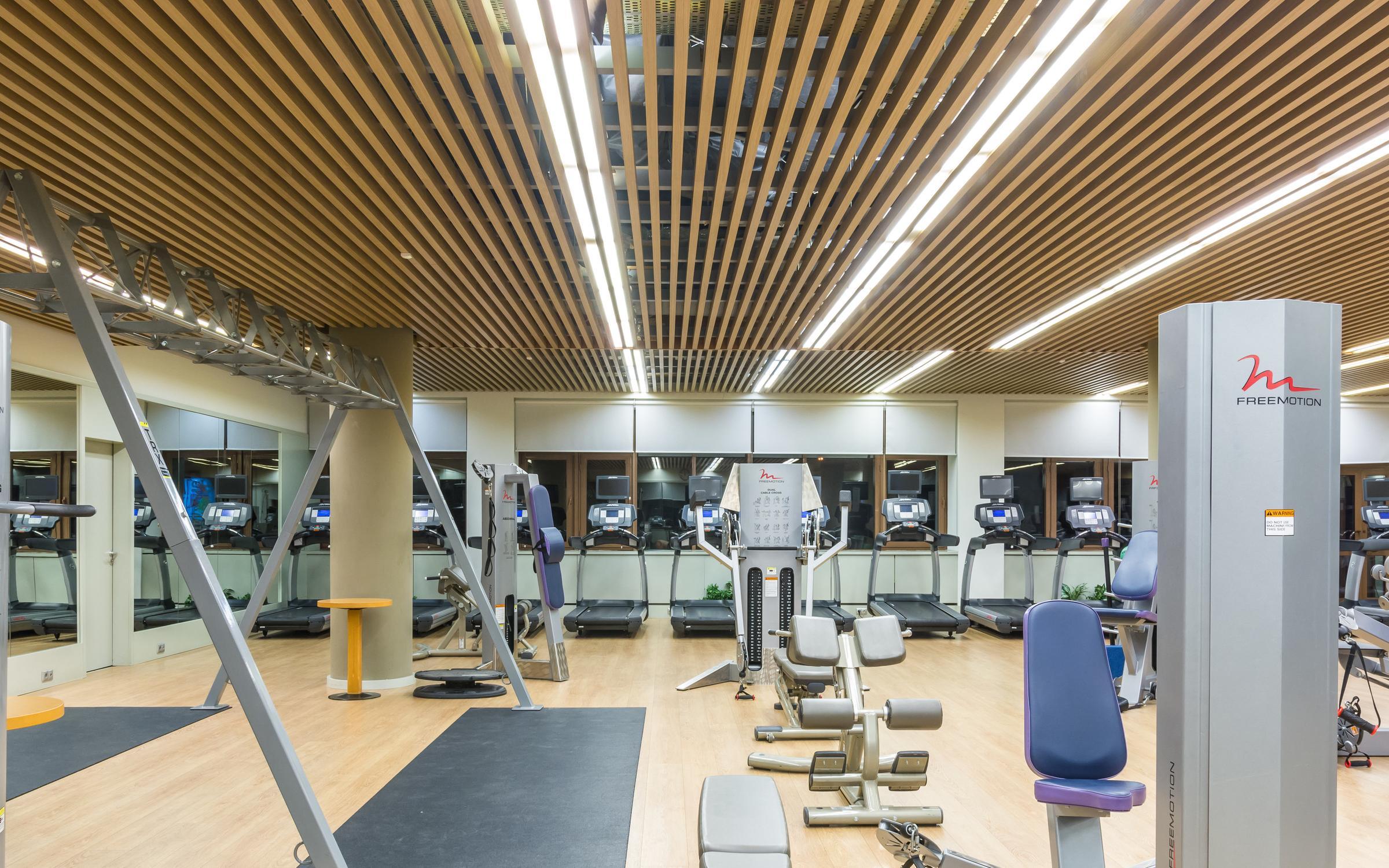 Фитнес и аэробика, спортивные игры, восточные практики, единоборства, плавание, художественная гимнастика, танцы, массаж.