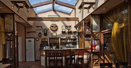 семейный ресторан, расположенный на Крестовском острове. выпить чашку кофе и отведать...  В жаркий день посетители...