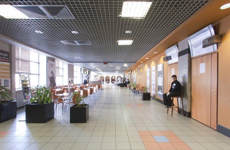Боулинг 5 звезд расположенный на четвертом этаже кинотеатра пять звезд - место
