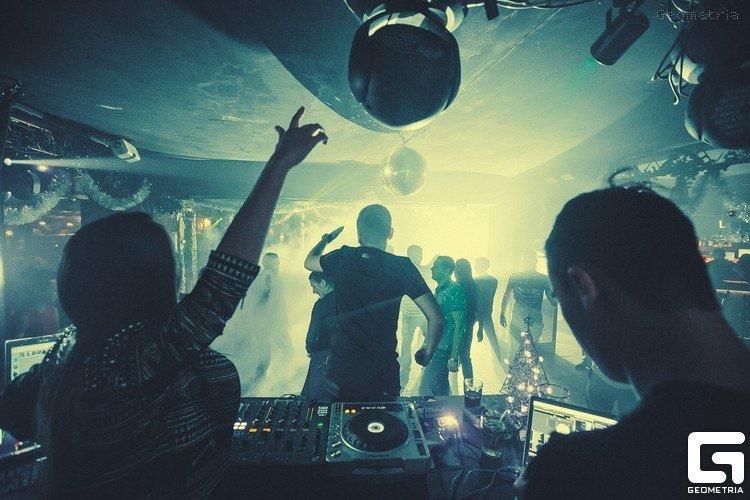 Вакансии диджей в ночной клуб москва эротическое шоу звезда