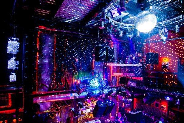 Ночной клуб в красноярске на взлетке discovery клуб москва