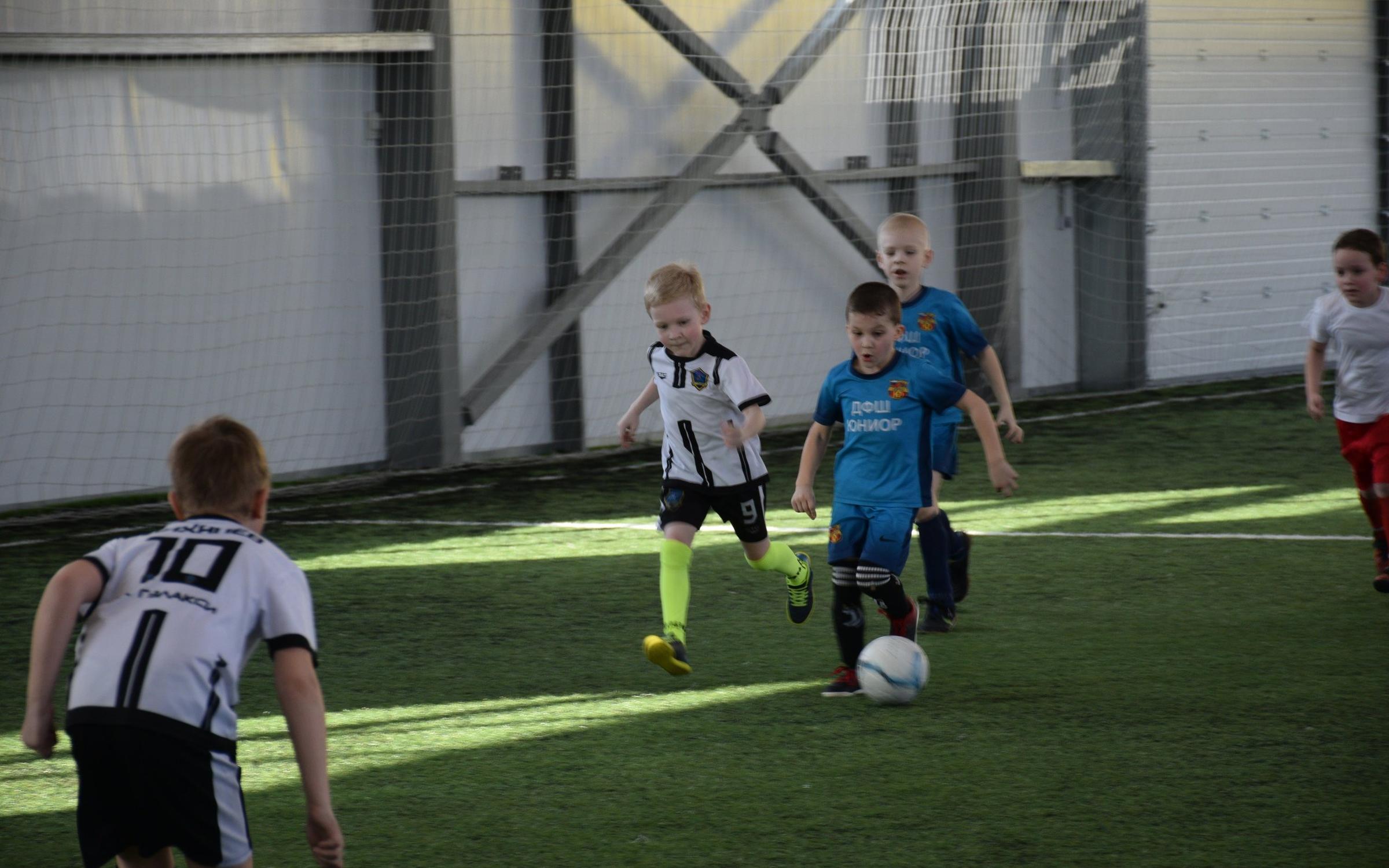 фотография Футбольная школа Гэлакси на улице Ольшанского