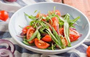 фотография Салат из помидоров и лука