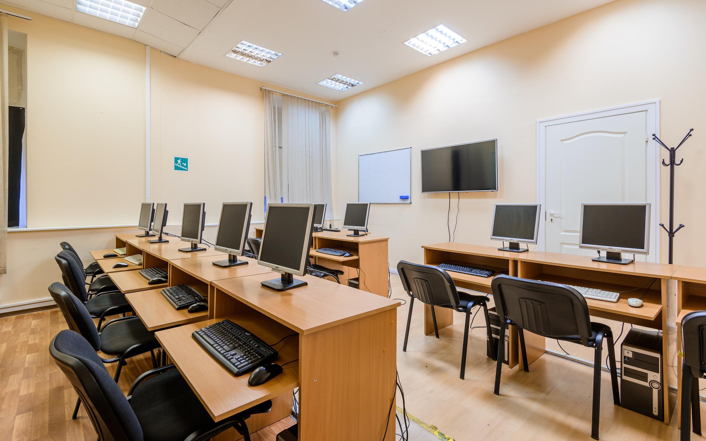 фотография Учебного центра Базис на метро Озерки