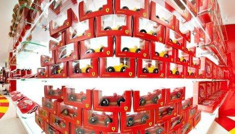 фотография Магазина одежды и аксессуаров Ferrari Store в Печерском районе