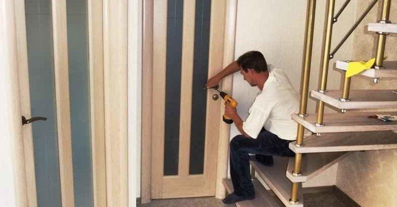 Смотреть установку дверей своими руками