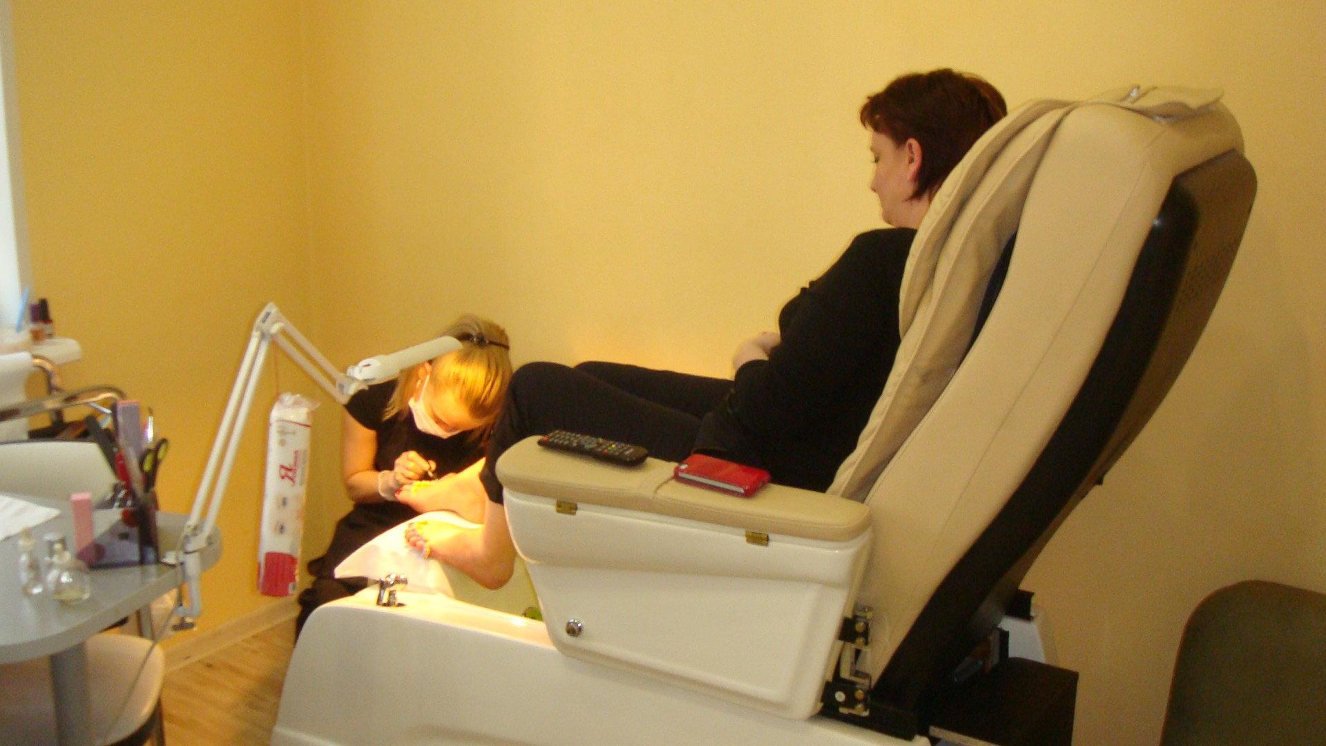 Кресло для экспресс маникюра и педикюра