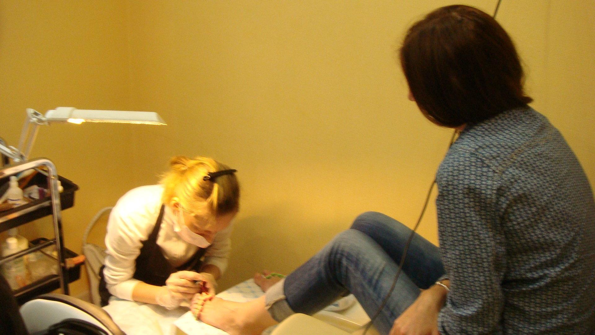 Учиться на парикмахера маникюр